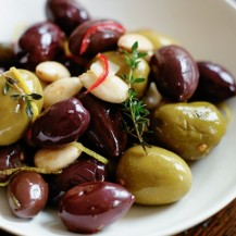 Mixed picked olives