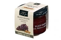 A fresh, sweet conserve made with black grapes and the crunchy texture of sliced Mallorcan almonds. This condiment is a perfect match for soft and washed rind cheeses. Try it with Mahon or Ojos de Guadiana Manchego